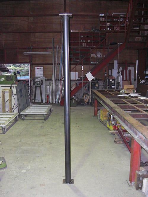工務店様からの依頼でスチール製の支柱を製作しました。写真は塗装前の状態です。