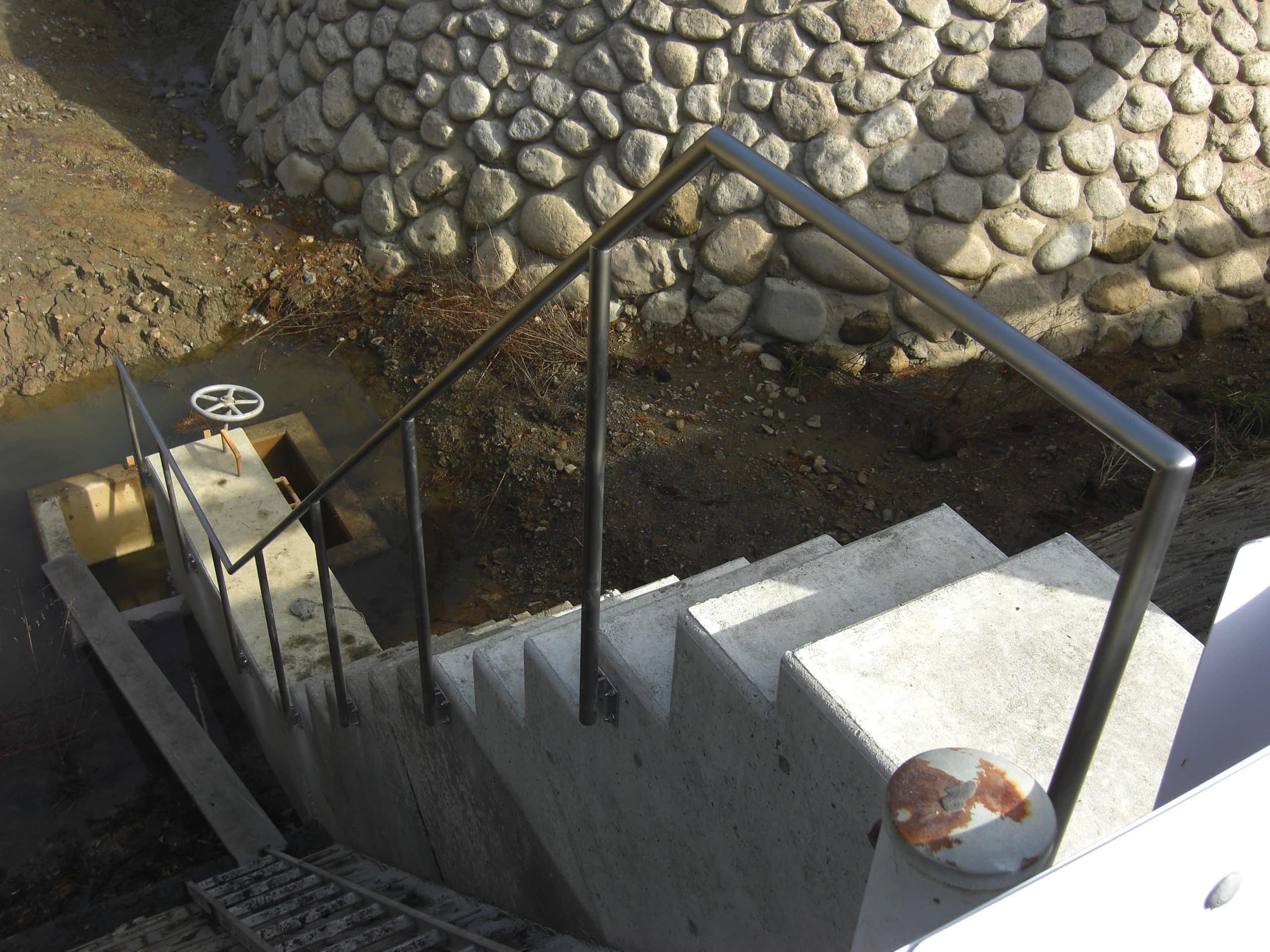 階段手すり、安全、蜂の子