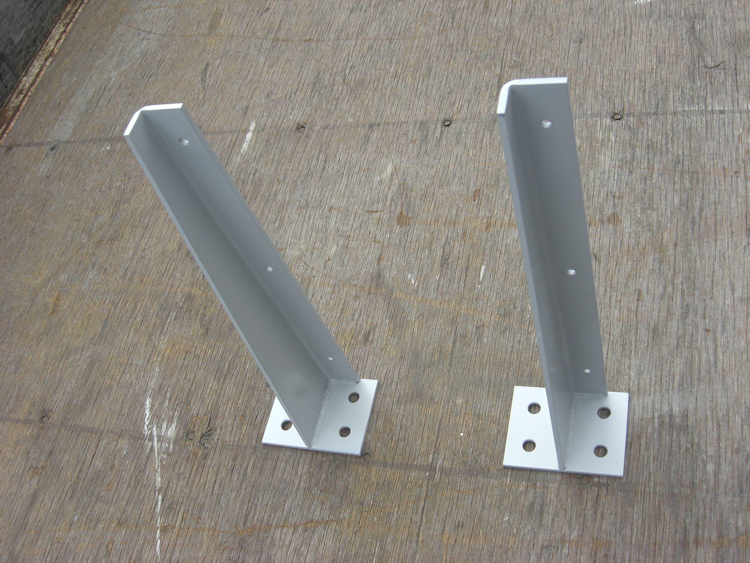 鋼製のベンチ受け金物を製作しました