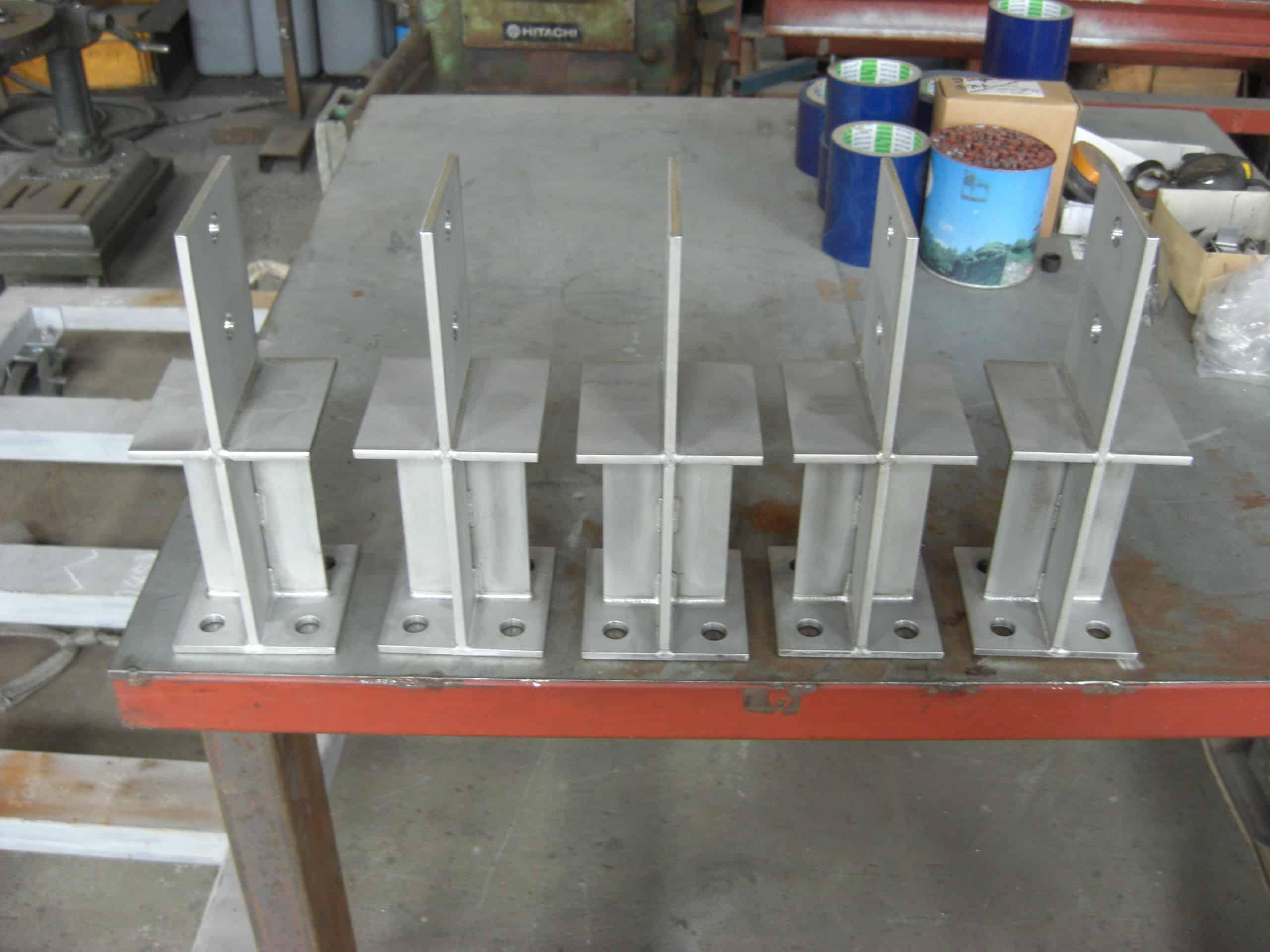 ステンレス柱脚金物を製作しました