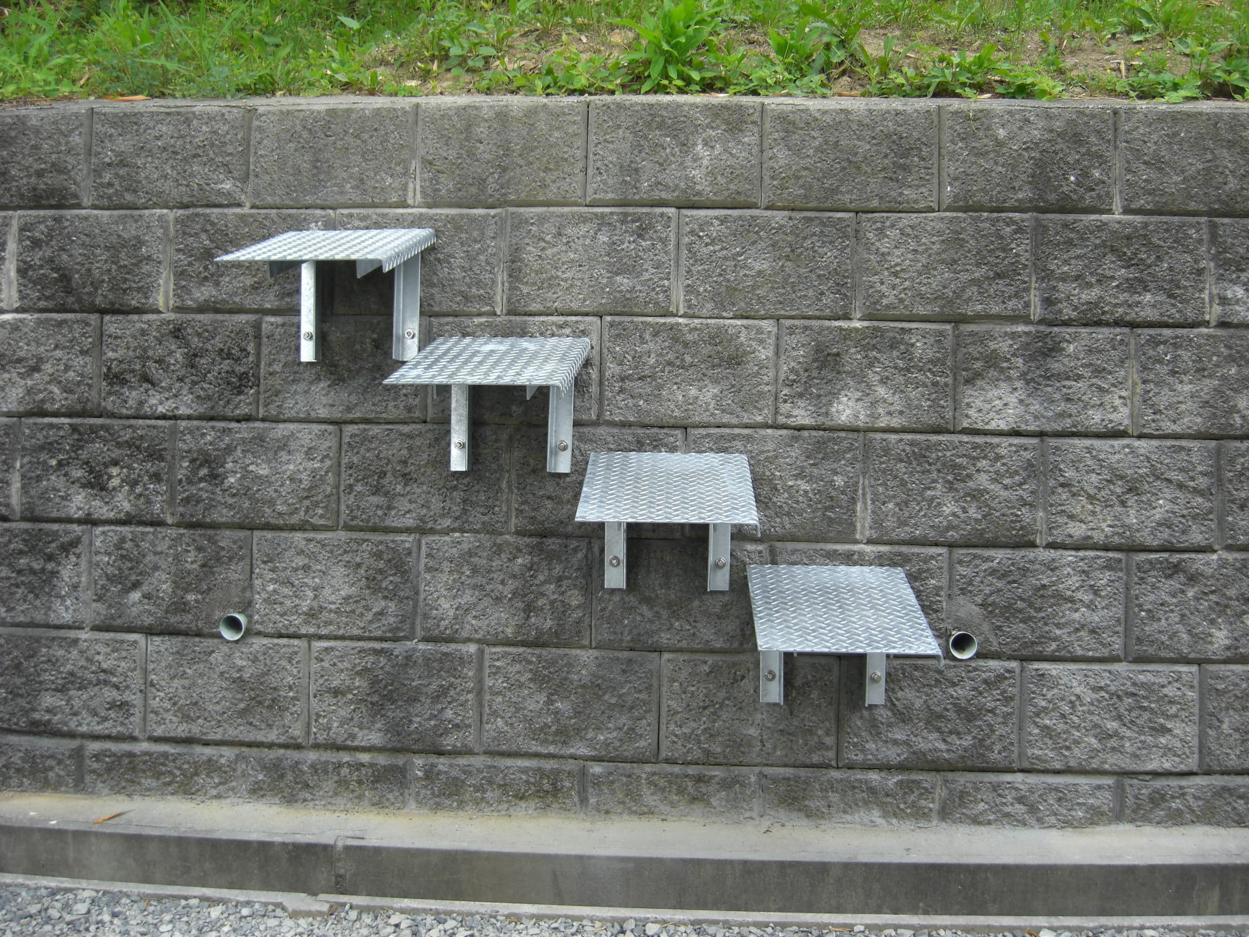 メッキのステップ階段を製作施工しました