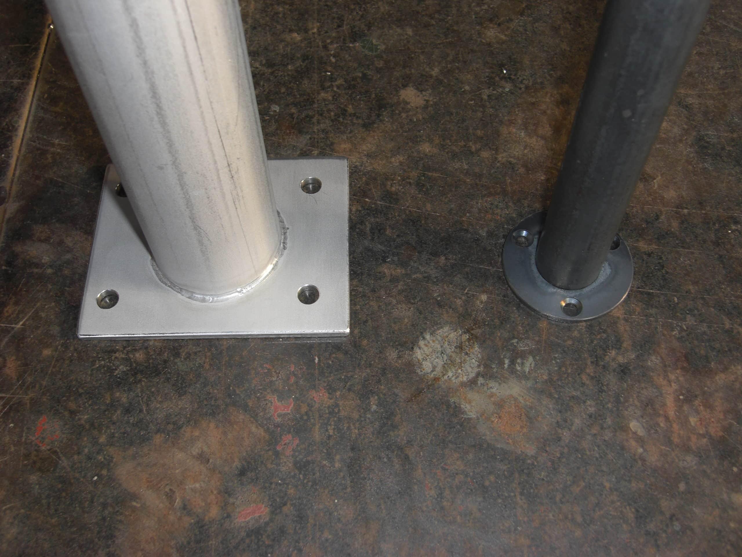 ステンレスと鉄で支柱を製作しました
