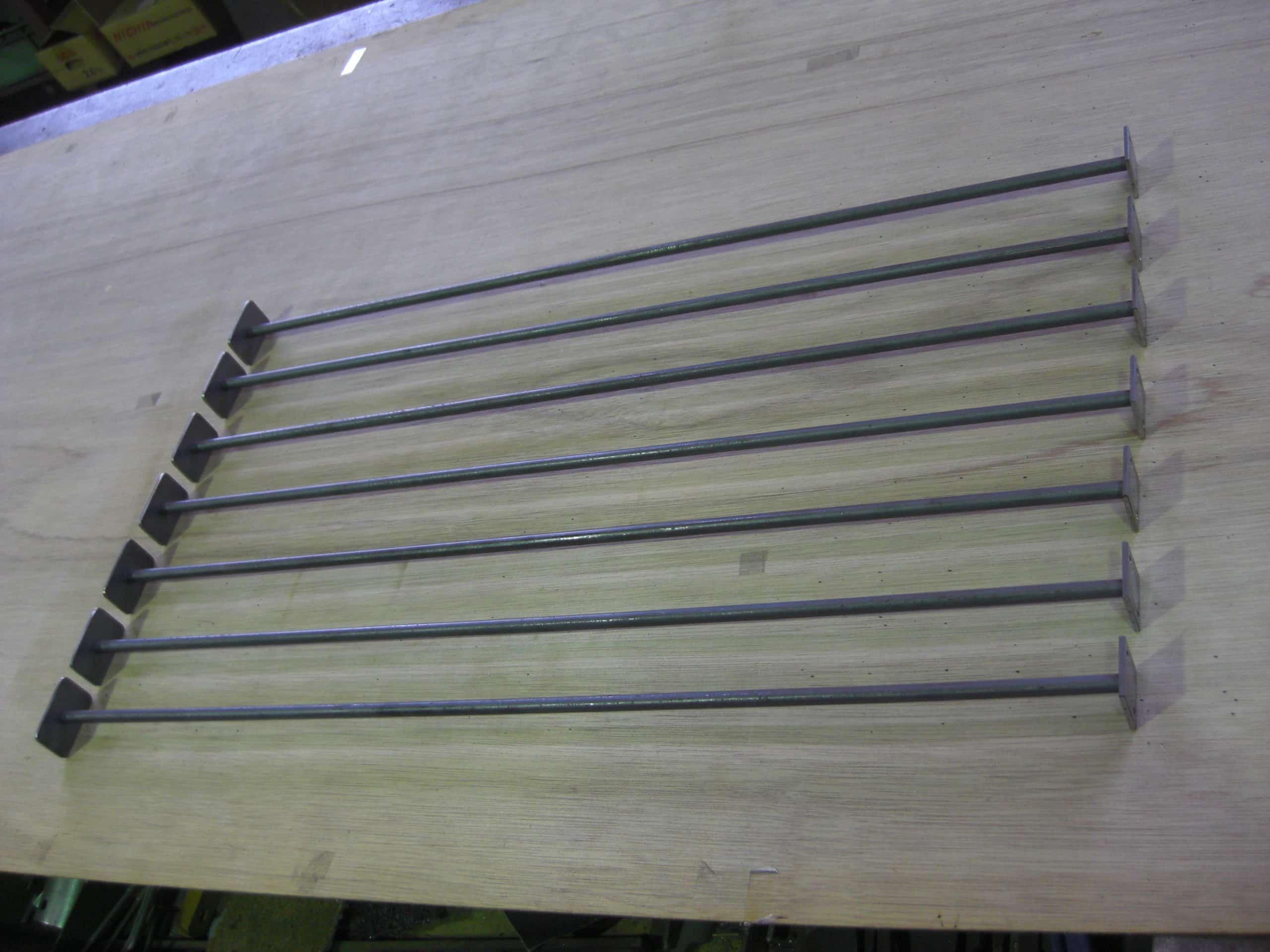 スチールの補強柱を製作しました