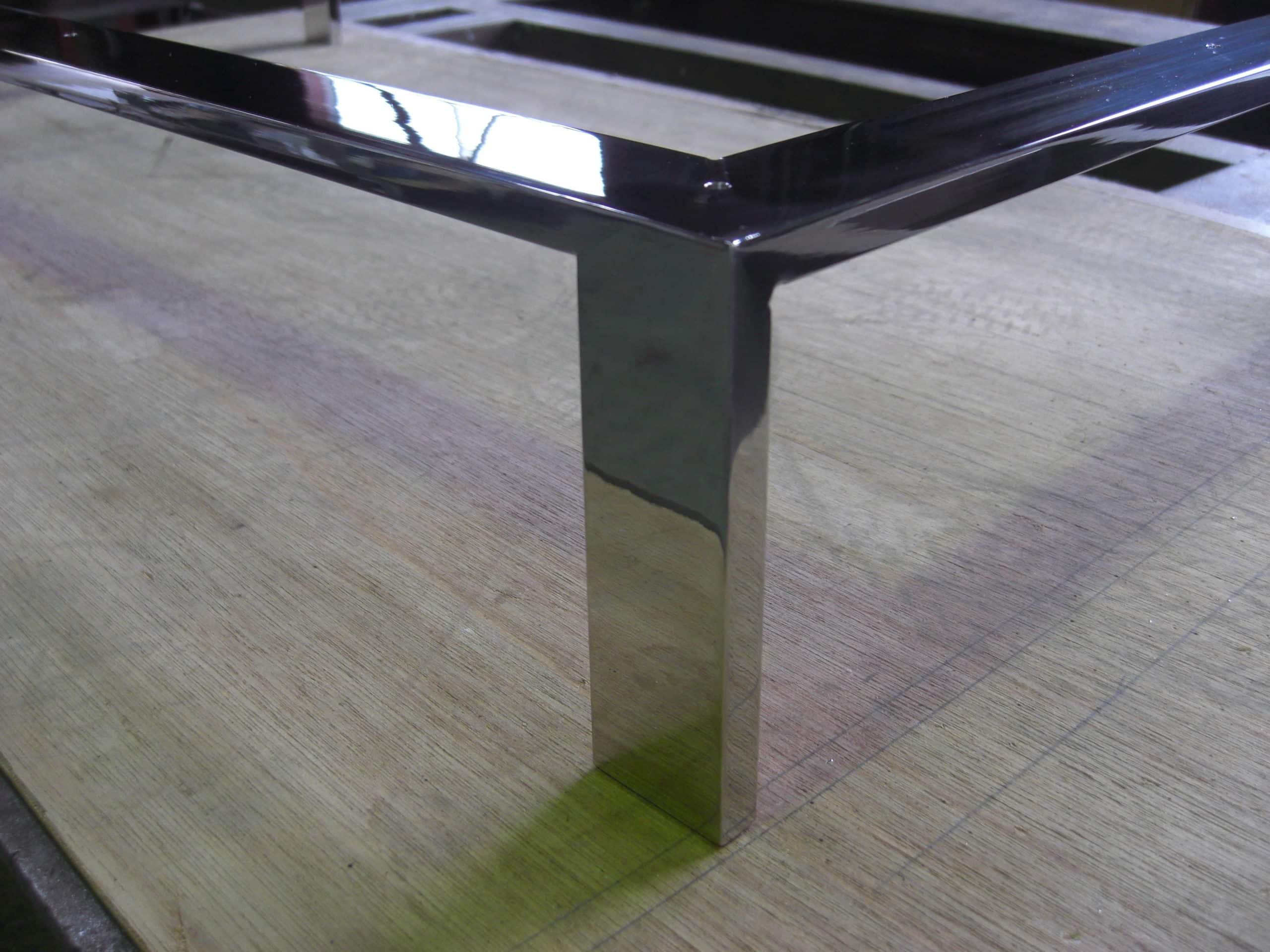 ステンレスで家具の架台を製作しました