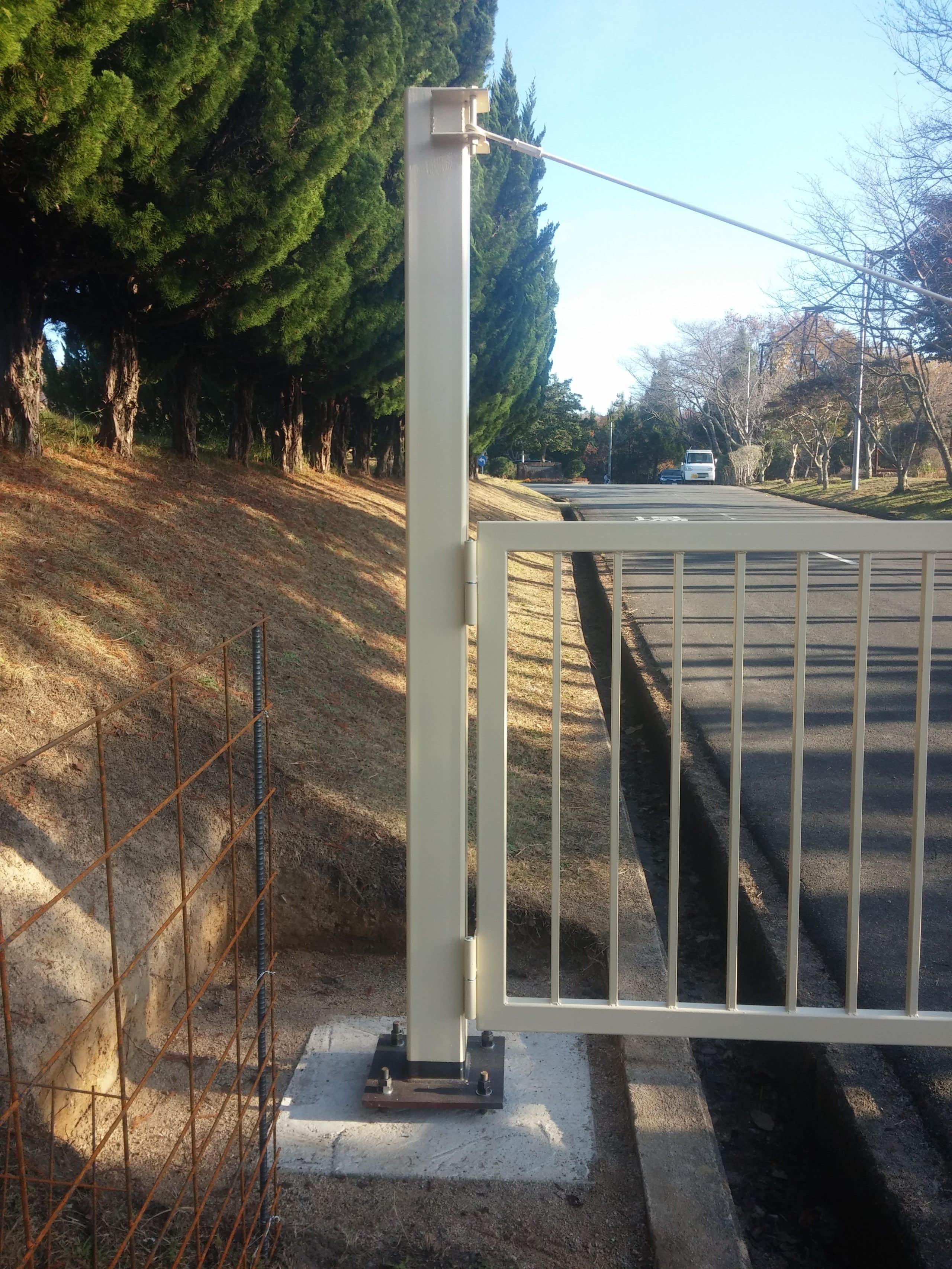 ゴルフ場の門扉を製作施工しました