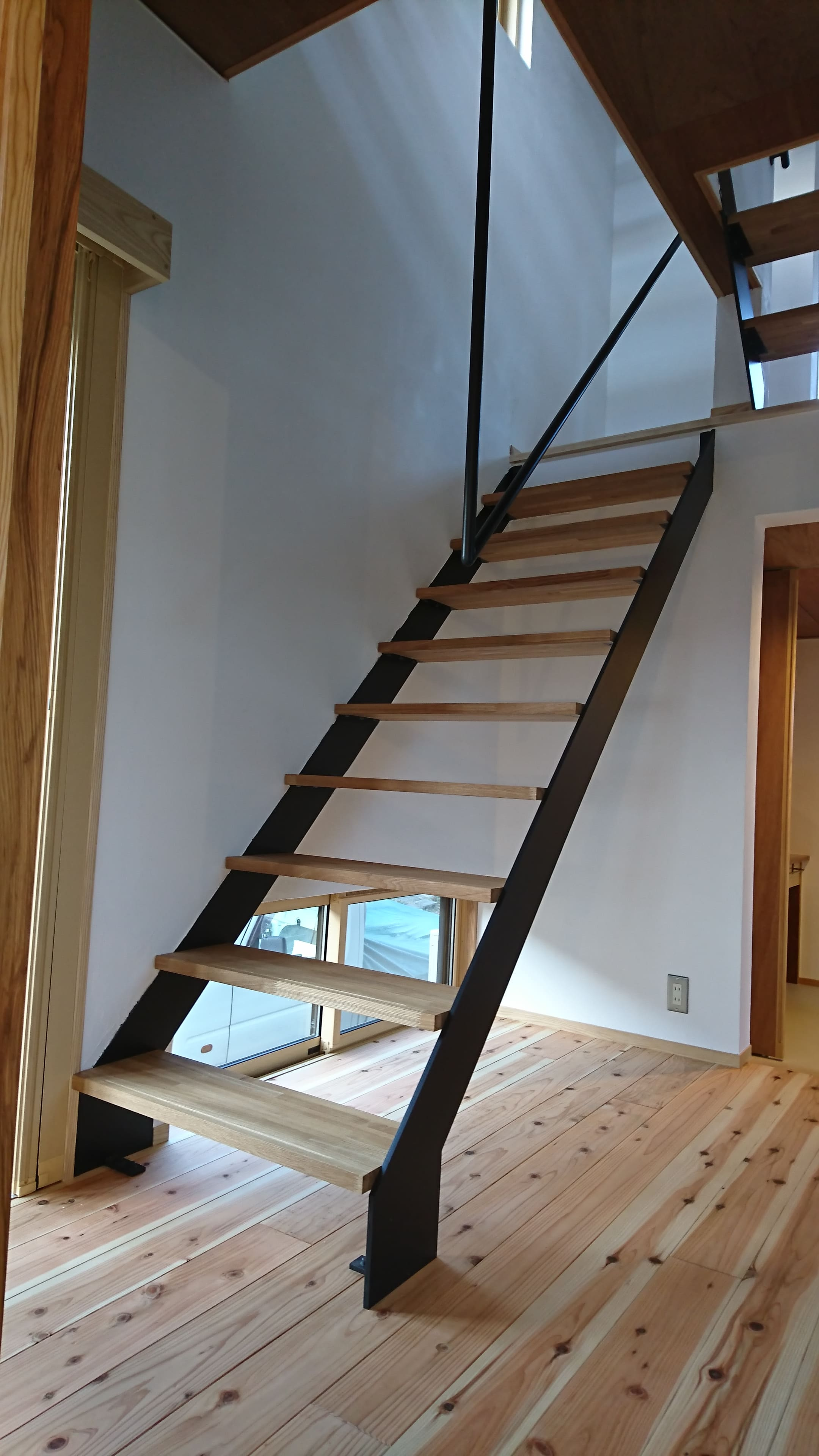 階段手摺りとササラを製作しました