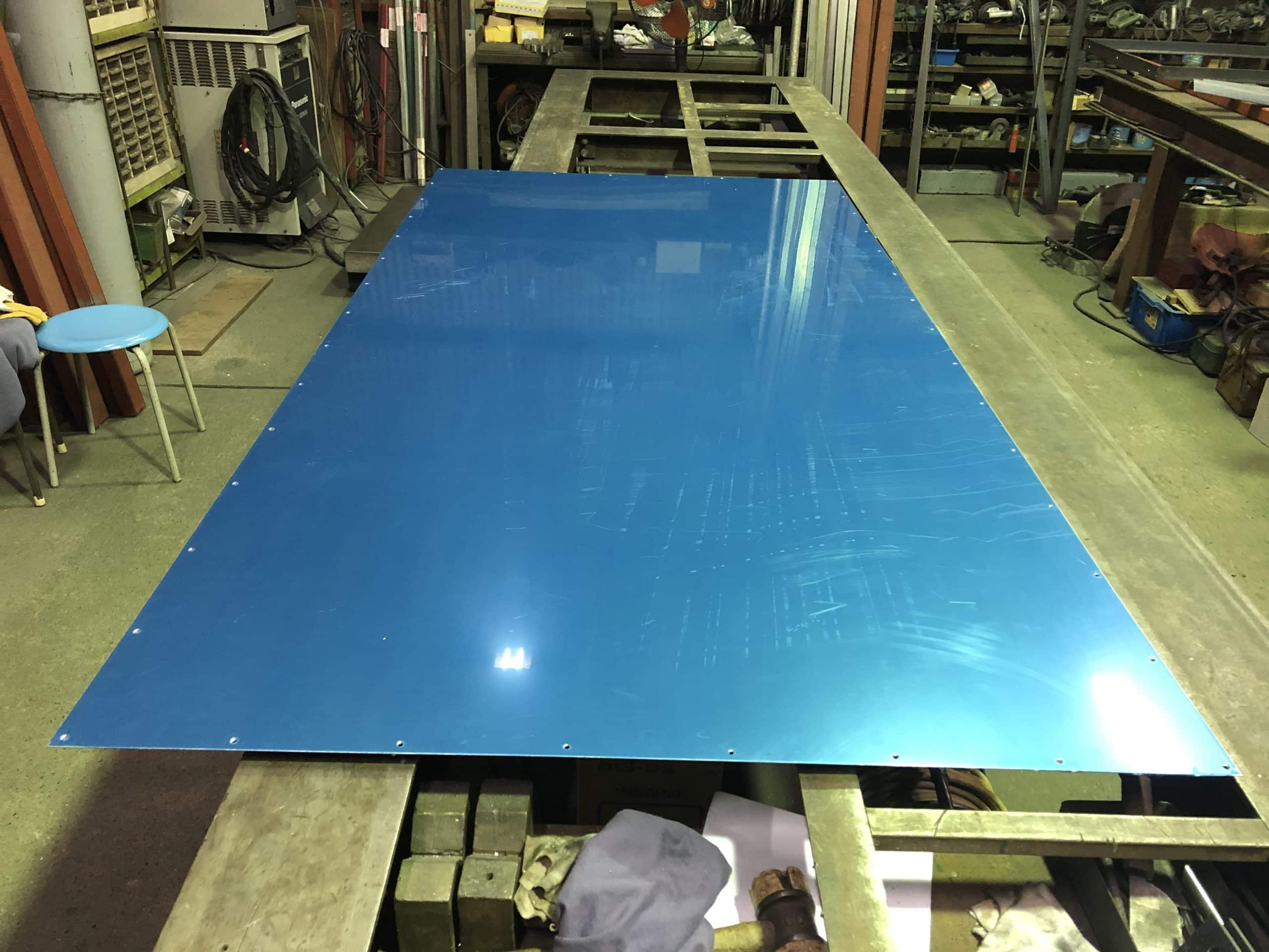 ステンレス製の床板を製作しました