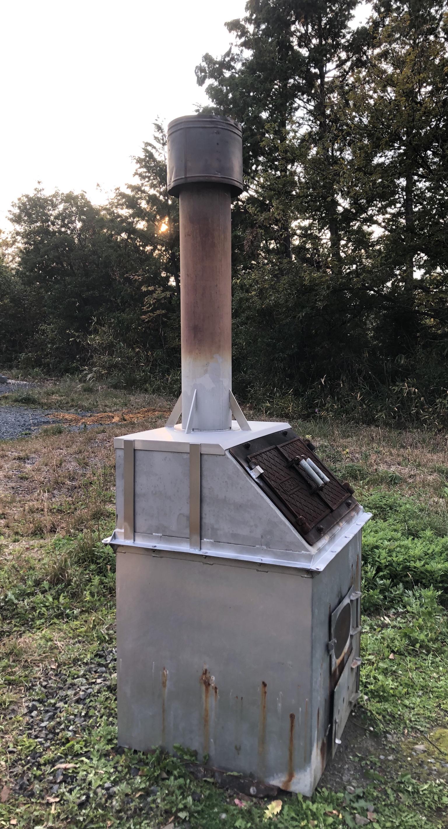 焼却炉の煙突の修理をしました
