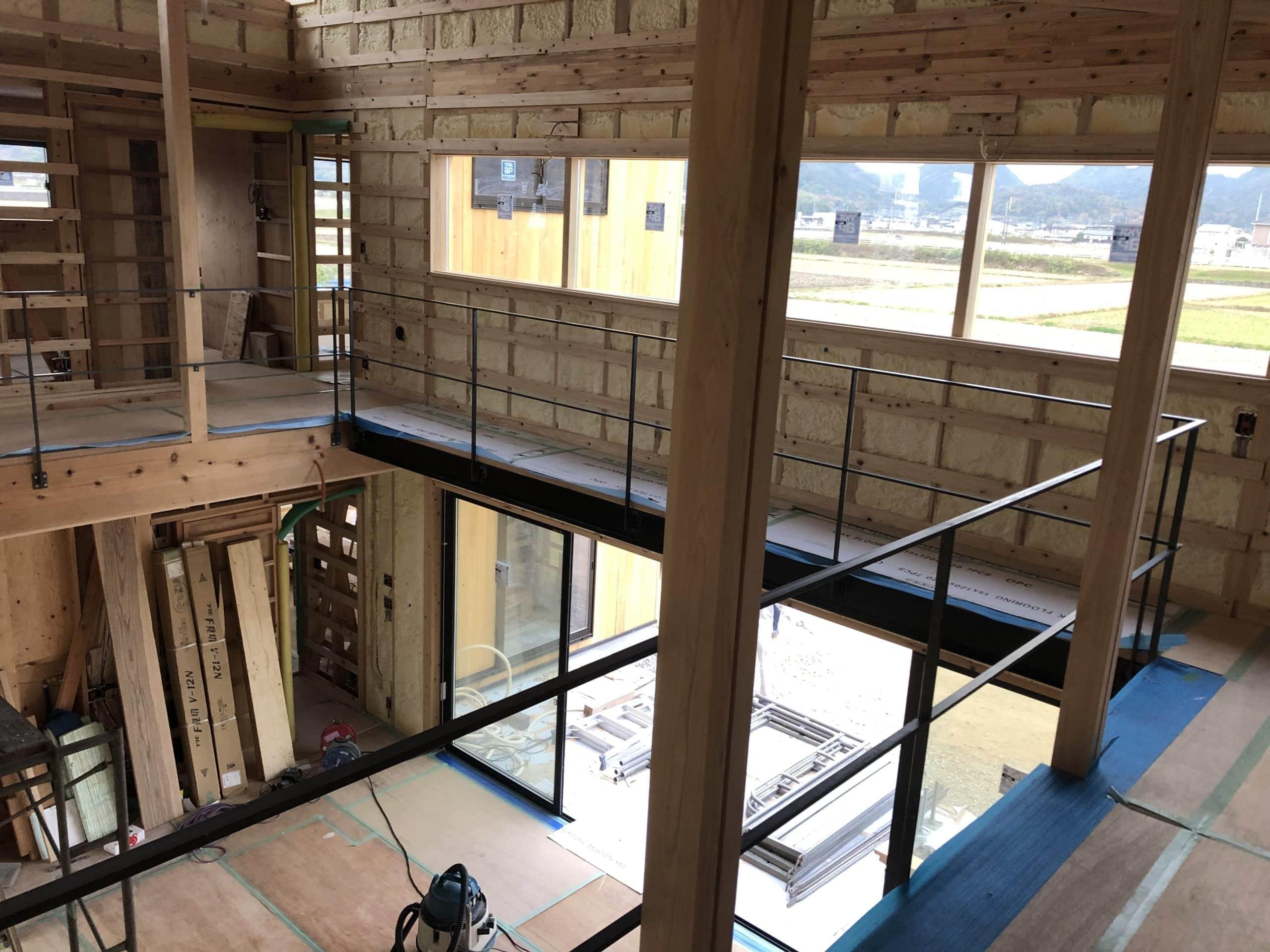 新居に階段の簓とその手すり及び落下防止柵を製作施工させていただきました
