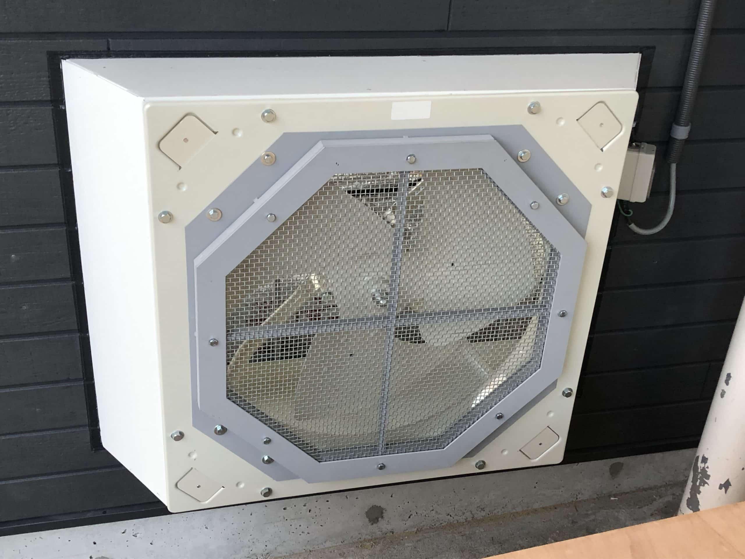換気扇の外枠を制作施工しました