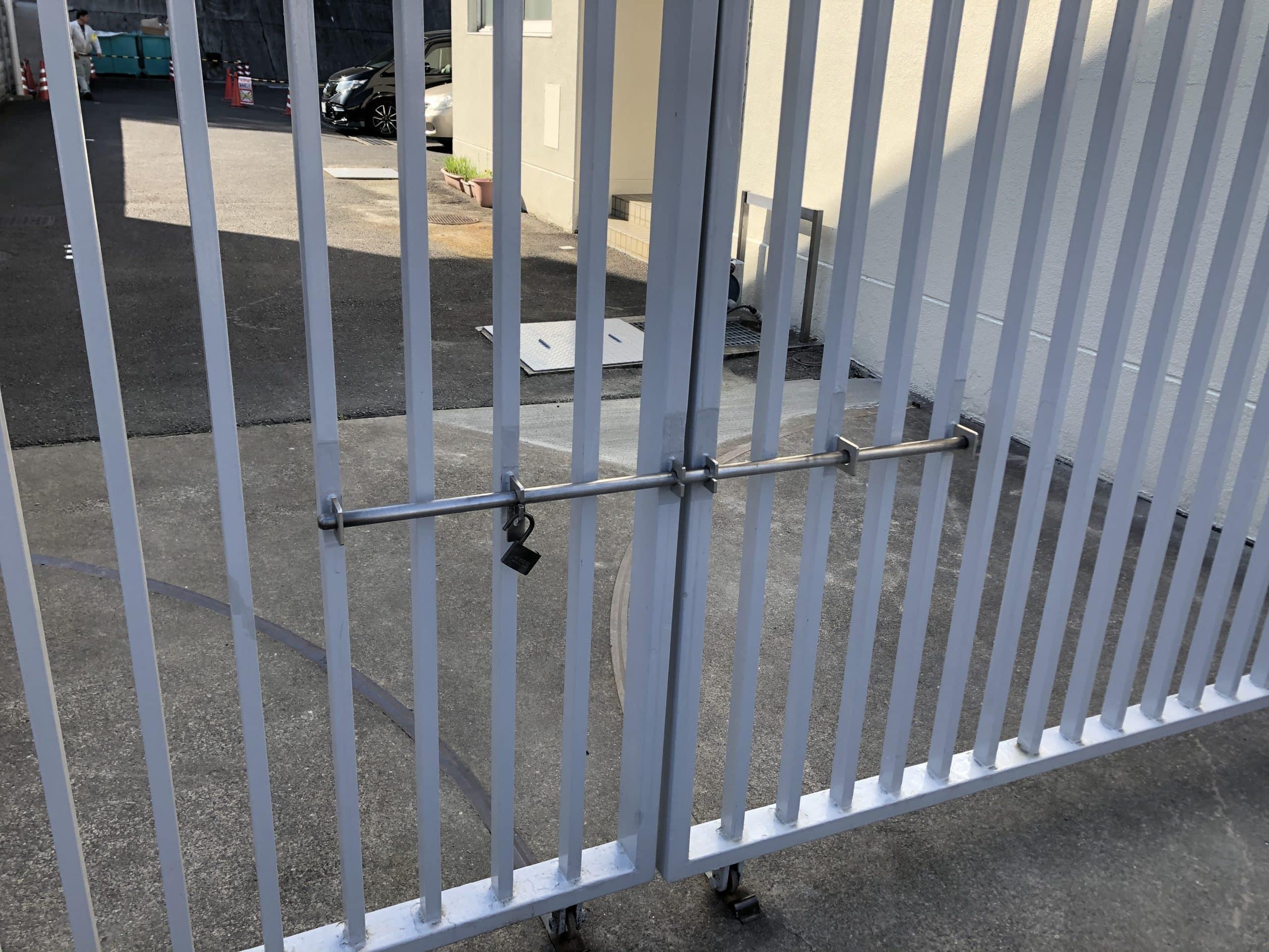門扉のかんぬきの修繕作業をしました