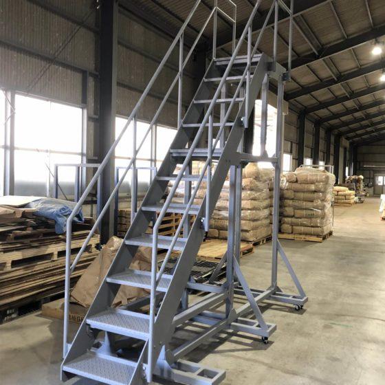 可動式昇降用階段を制作施工しました