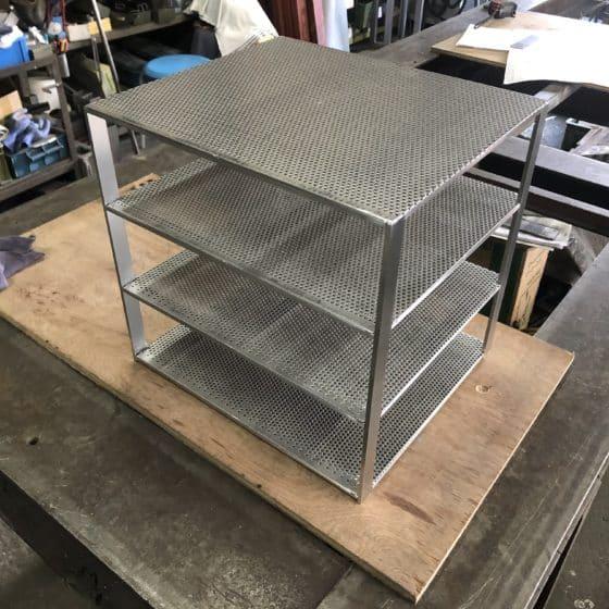 ステンレス製保温庫の棚を制作しました