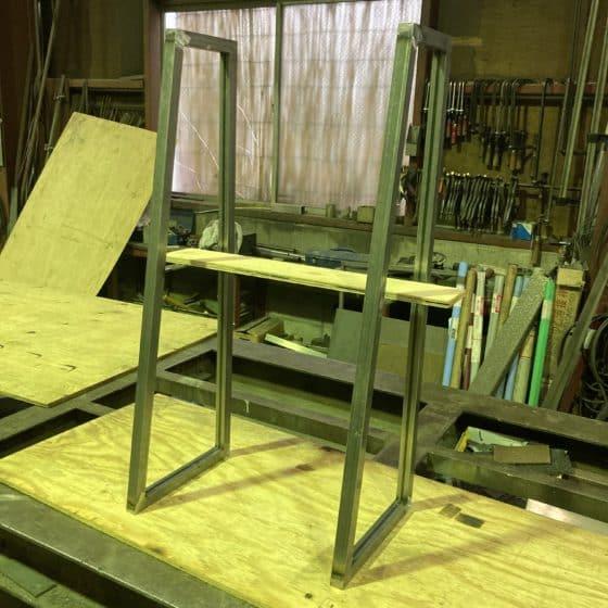 スチール製本棚の枠を制作しました