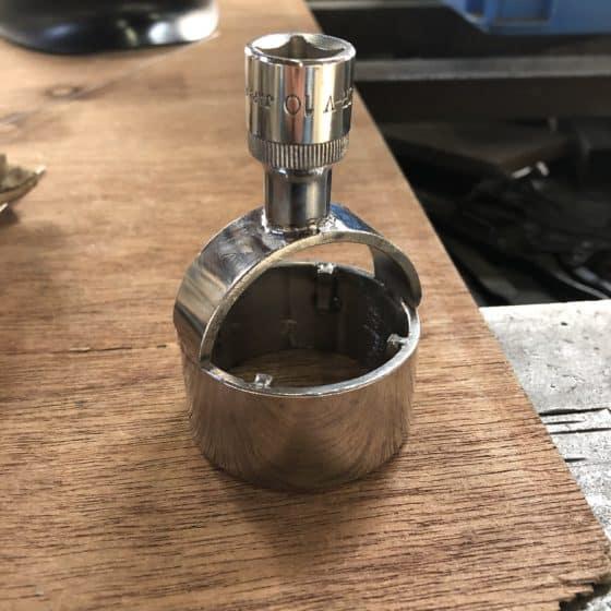 ステンレス製ポリ缶の開閉治具を製作しました