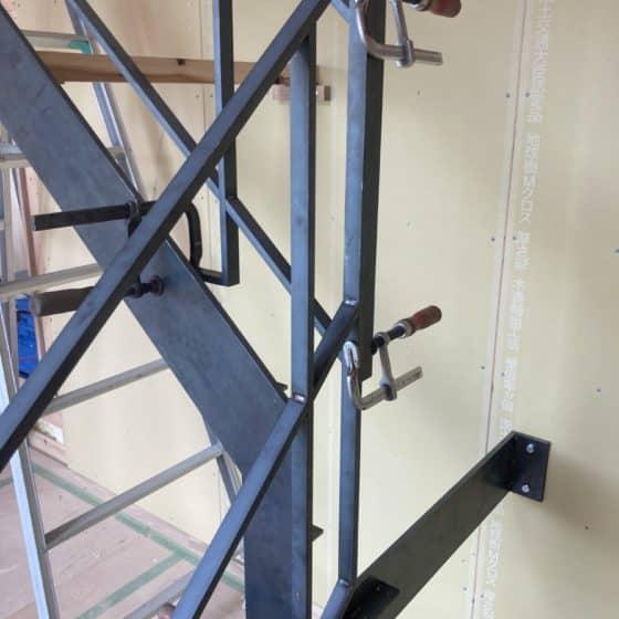 新居のササラと階段手すり、転落防止手すりを製作施工しました