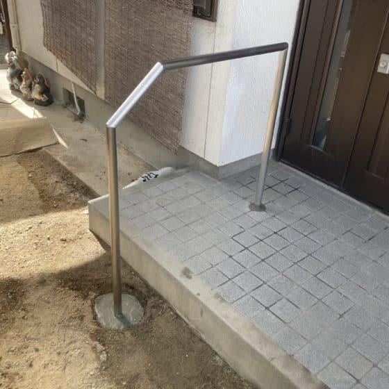 玄関手すりを製作施行しました