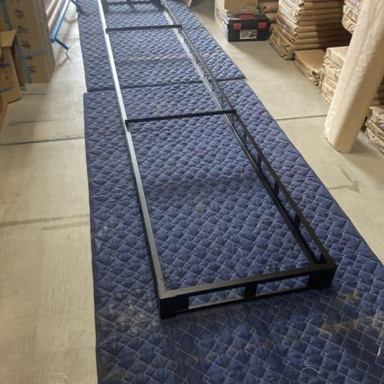 スチール製のサイドテーブルと大テーブルのフレームを製作しました