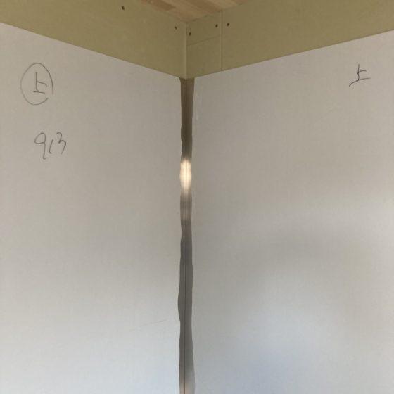 厨房にステンレスの板貼りを行いました