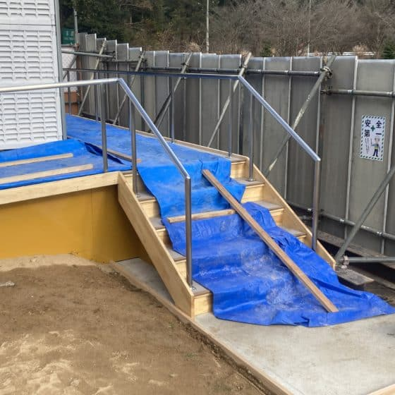 高速道路PA仮設トイレの手すりを製作施工しました