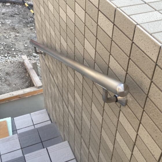 マンションのスロープ、壁付き手すりを製作施工しました