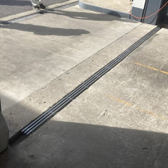 ガソリンスタンドにて側溝蓋を製作施工しました