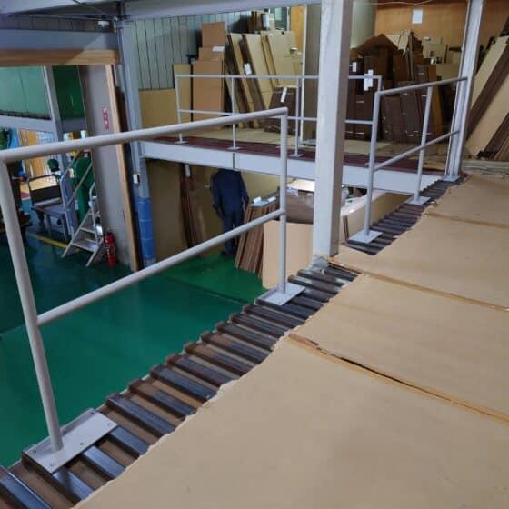 工場内の転落防止手すりを製作施工しました