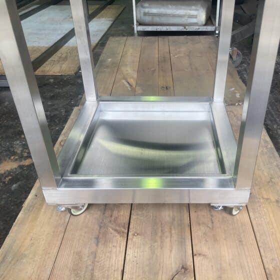 工場内で使うシャフトの台を製作しました