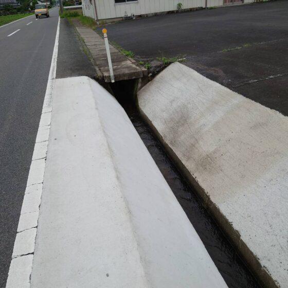 地域の水路にグレーチングを製作施工しました